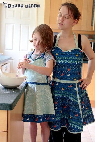 Кухонные фартуки для мамы и дочки.