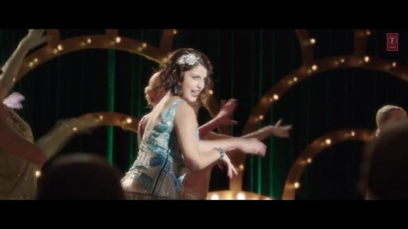 Гонин Фёдор, в роли посетителя ресторана, то есть в массовке . Girls Like To Swing VIDEO Song _ Dil Dhadakne Do _ T-Series