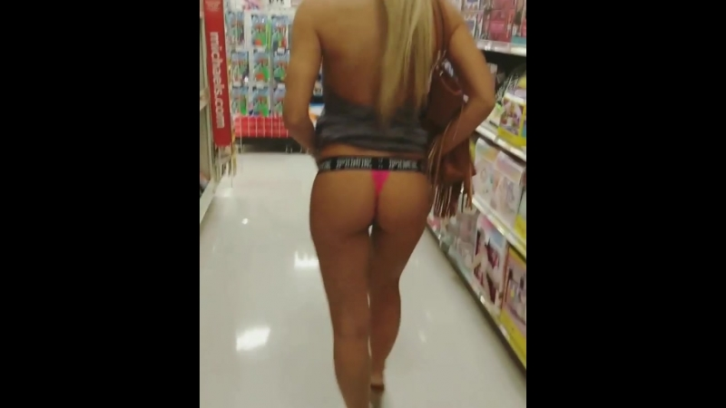 Застветила попку в торговом центре (порно, секс, эротика, попка, booty, anal, анал, сиськи, boobs, brazzers)