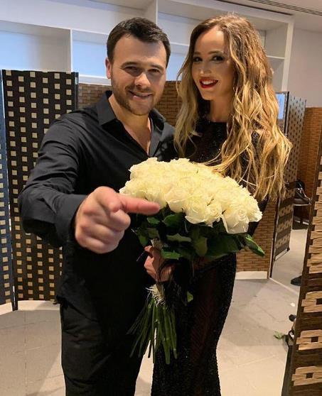 Эмин подарил Ольге Бузовой... белые розы.