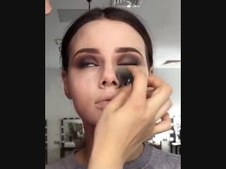 Как же ей хорошо без косметики, девушка даже сама не понимает