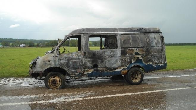 На трассе в Марий Эл загорелась машина с детьми