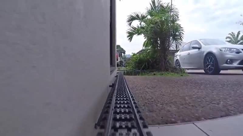 Железная дорога из Lego длиной 50 метров вокруг всего дома