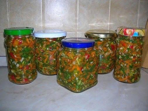 ЗАПРАВКА ДЛЯ БОРЩА, СУПА И ДРУГИХ БЛЮД При засолке овощей и зелени они сохраняют много витаминов до весны. Я давно делаю заготовку овощей таким способом. Это очень удобно зимой: при варке борща,