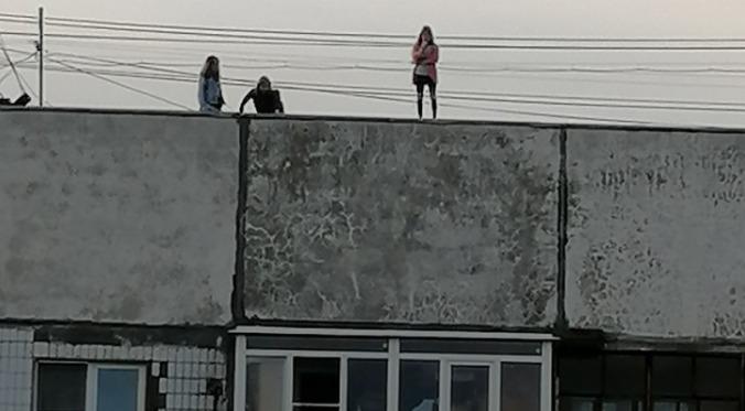 О пугающем инциденте рассказали жители Липовой горы — мальчики и девочки рискуют своими жизнями