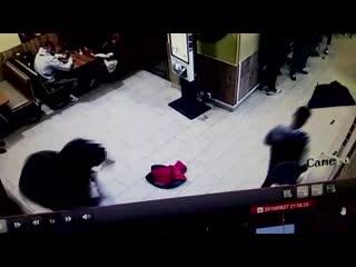 Столичные сыщики задержали трех жителей столицы, избивших мужчину за то, что тот