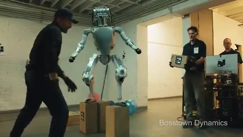 Робот Boston Dynamics проти шкіряних мішків