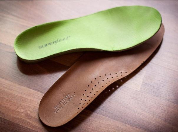 Как сохранить обувные стельки чистыми Как почистить стельки в обуви, выполненной из кожиДля начала внутри все протирают сухой тряпкой, чтобы убрать поверхностную пыль и грязь. Далее можно