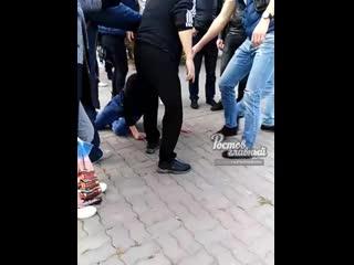 Парень решил разыграть пассажиров и бросил пакет в автобус c криком Аллах Акбар