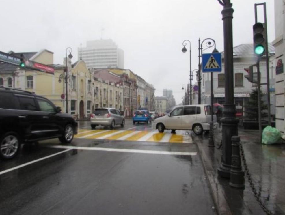 сотрудники ГИБДД начали штрафовать автомобилистов которые движутся на разрешающий сигнал светофора