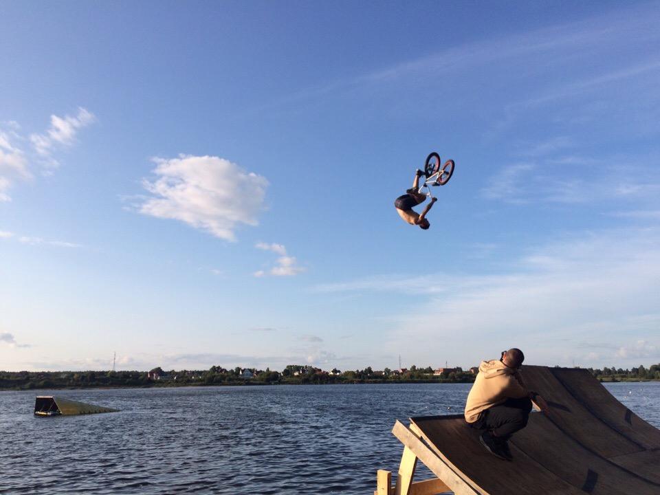 Райдеры сразились на фестивале по прыжкам в воду Fun Jump в Дубне