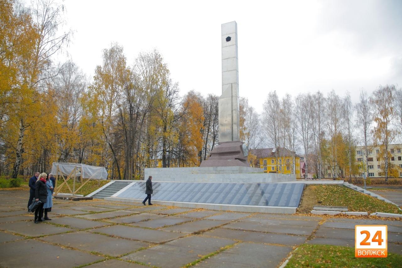 В Волжске завершаются работы по обустройству мемориального комплекса «Стена Памяти»