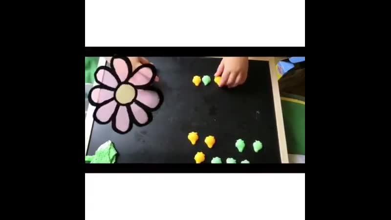 Игра «Повтори последовательность» ⠀ Простая и полезная развивашка для ваших деток, которую легко повторить дома! ⠀ Хотите ещё ви