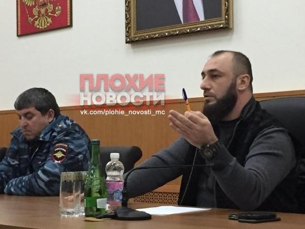 Московские гопники из Средней Азии избили пытавшего геев в Чечне полицейского В Москве избили бывшего главу полиции чеченского города Аргун Аюба Катаева. Ранее правозащитники обвиняли его в