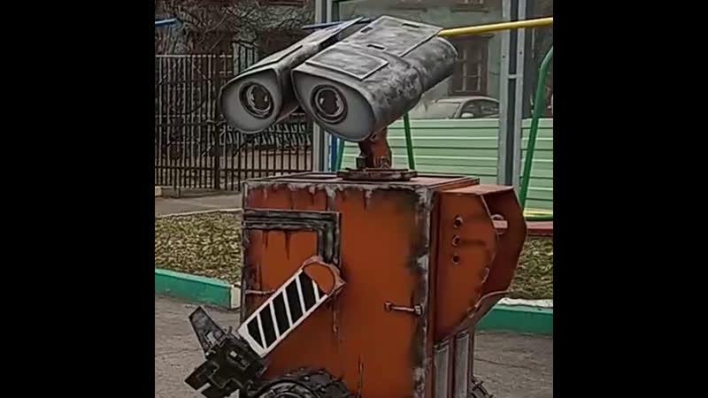 В Екатеринбурге робот Валли учит дошколят собирать мусор