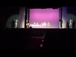Папа станцевал балет с дочкой на сцене