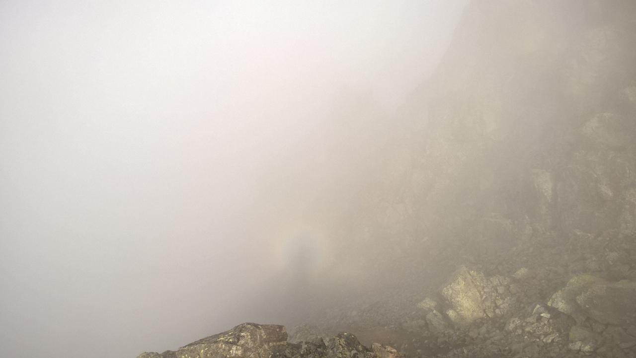 Радуга вокруг моей тени в тумане