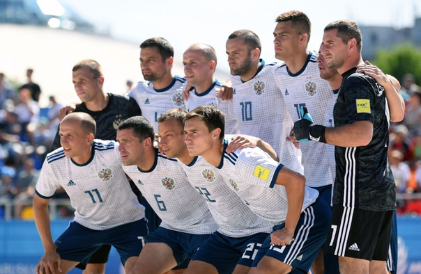 Вот они иcтинные русские футболисты Сборная России по пляжному футболу стала третьей на ЧМ. Но конечно же никаких миллионов они не