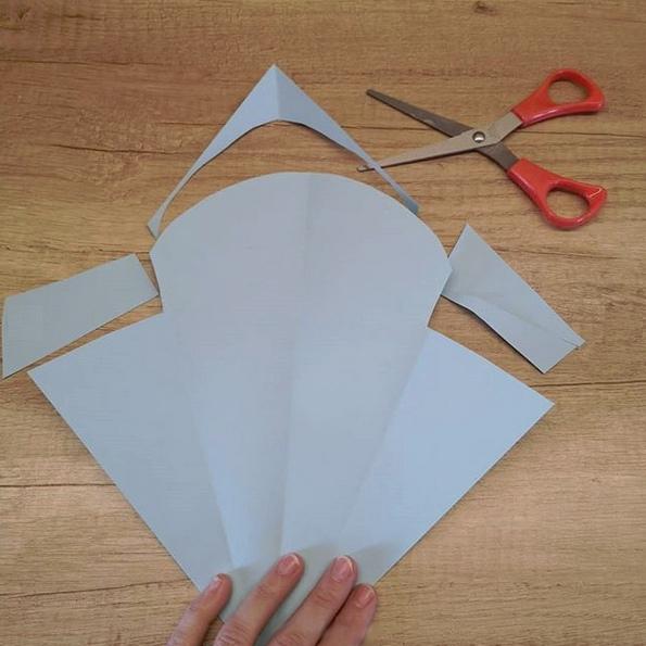 Букет цветов из бумаги ко Дню Матери. Подробный мастер класс см. на фото.