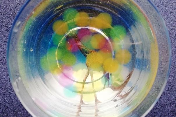Игры, опыты и фокусы с гидрогелем Автор идеи: канал Весело с детьми. Беларусь на Яндекс Дзен.Гидрогель это гранулы полимера, которые набухают в воде и и удерживают влагу. Их используют для