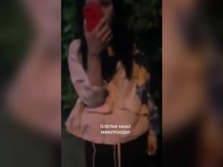 Пассажирка не заплатив за проезд убегает от таксиста. Московская область, Домодедово, июль 2020