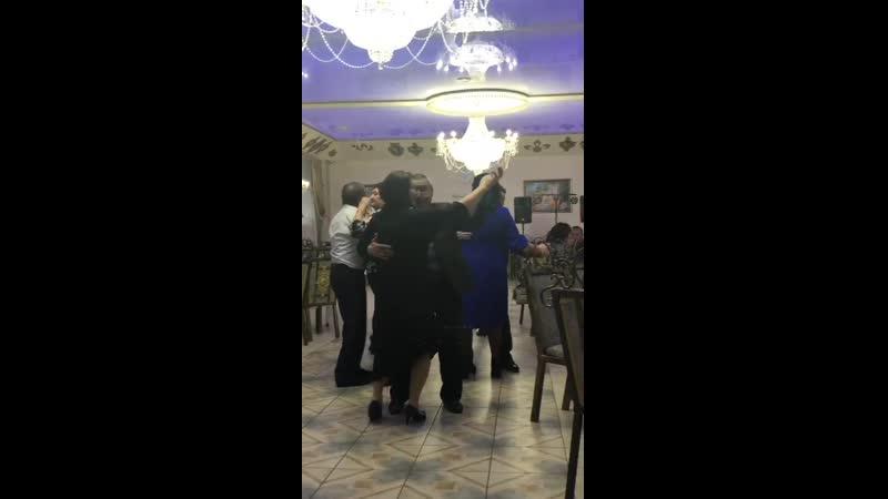 Танец Алены со сватом