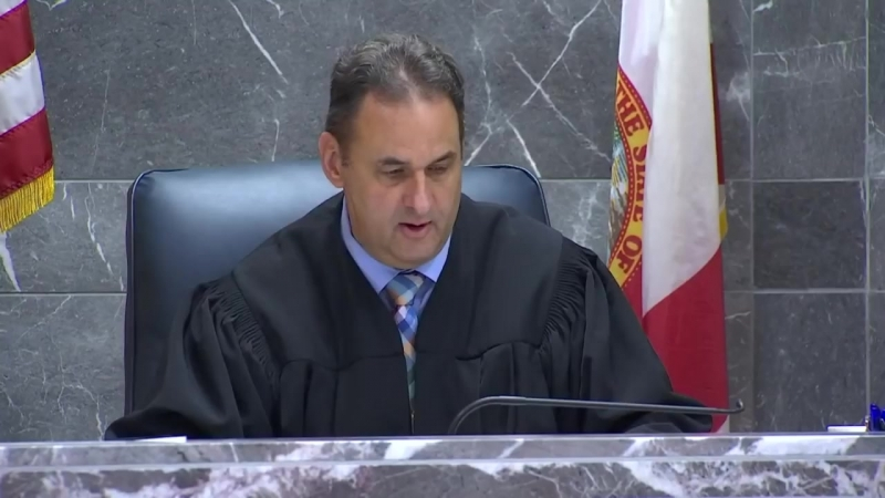 Видео с зала суда XXXTentacion столкнулся лицом к лицу со своими убийцами за пару минут до преступления.