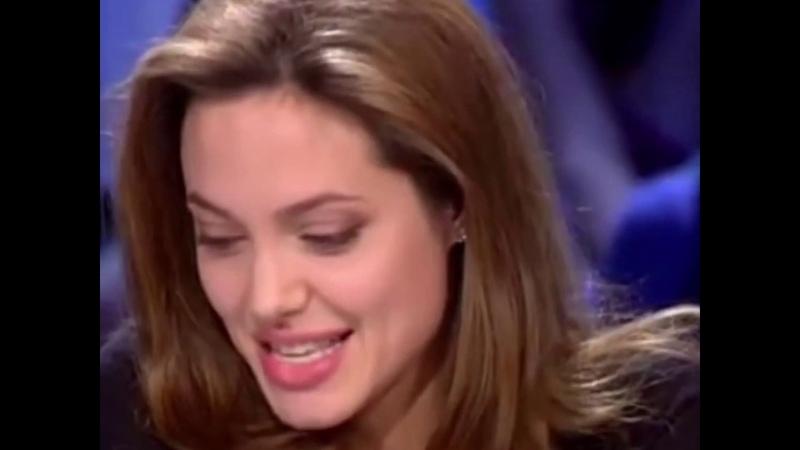 Анджелина Джоли флиртует