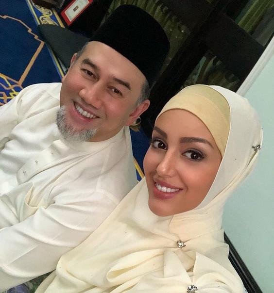Бывший король Малайзии пожалел о браке с россиянкой Бывший верховный правитель Малайзии, султан Келантана Мухаммад V, который был женат на обладательнице титула «Мисс Москва-2015» Оксане