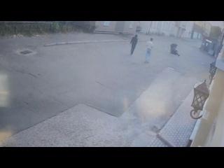 😡 В центре Москвы подростки толпой избили и ограбили прох...