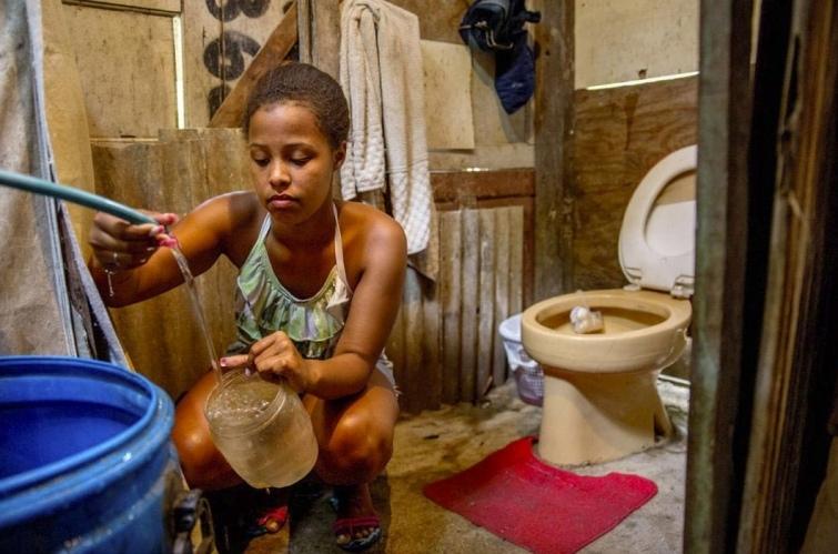 Как выглядят туалеты богачей и бедняков в разных странах мира, изображение №5
