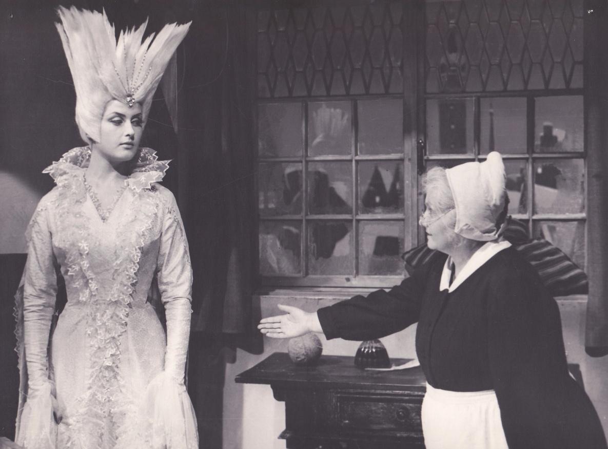 Платье королевы нашли через 55 лет