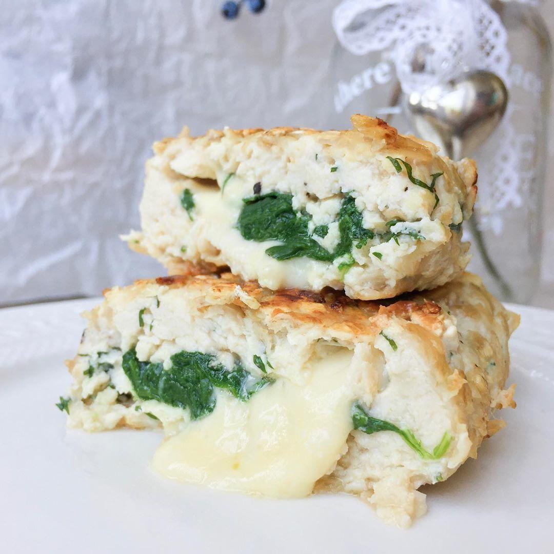 Котлеты внутри с сыром и шпинатом
