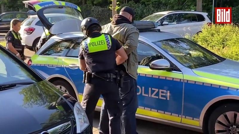 Hamburg Mann 22 an Bushaltestelle niedergeschossen Begleiterin 14 mit Pfefferspray verletzt
