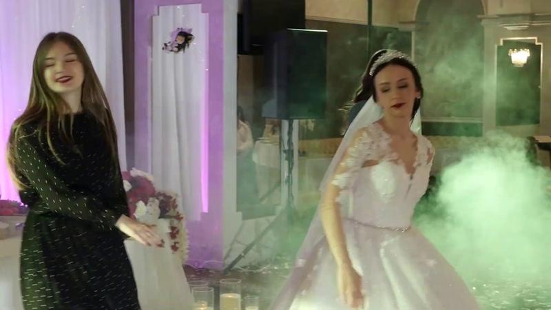 Сюрприз от невесты для жениха. Танец с подружками