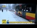 Белорус в Варшаве помог забуксовавшему автобусу тронуться с места.