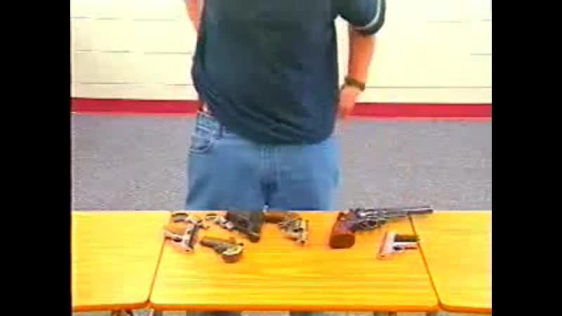 Сколько оружия можно спрятать в одежде