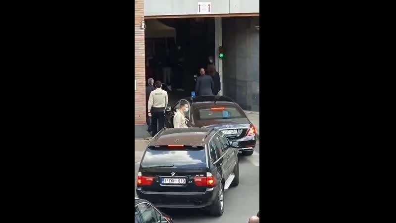 Бельгия. Врачи демонстративно отворачиваются от проезжающего премьер-министра в знак протеста