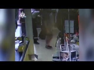 В Уфе мужчина похитил банкомат из супермаркета