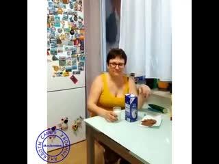Жена говорит, что молоко с шоколадом полезно для иммунитета))