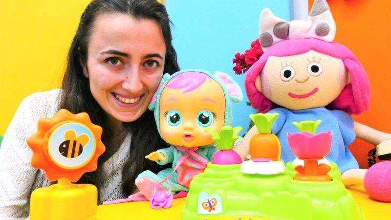 Smarta oyuncak bebek Lala'ya sebzeleri öğretiyor Eğitici okul öncesi oyun