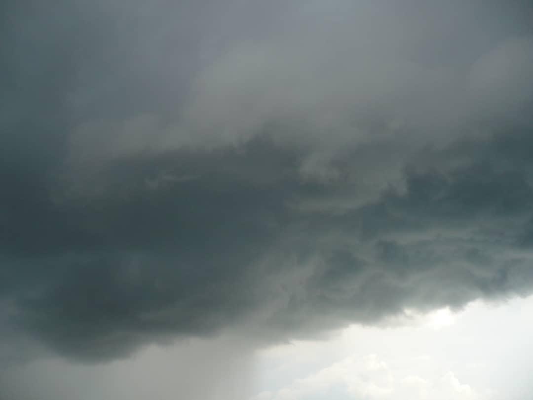 Региональное управление МЧС предупреждает жителей области о сильных дождях и шквалистом ветре