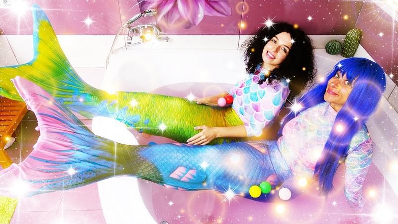 Die Prinzessinnen verwandeln sich in die Meerjungfrau. Spielzeug Video auf Deutsch.