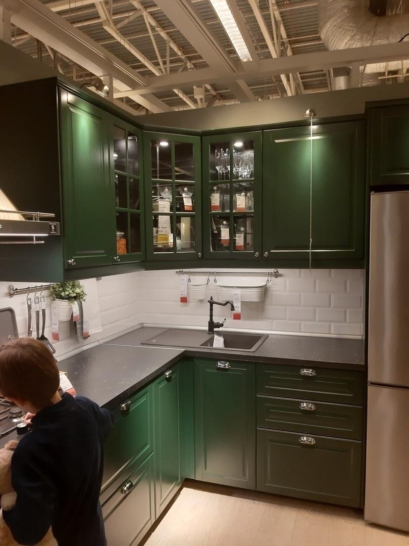 Кухня — чистый изумруд